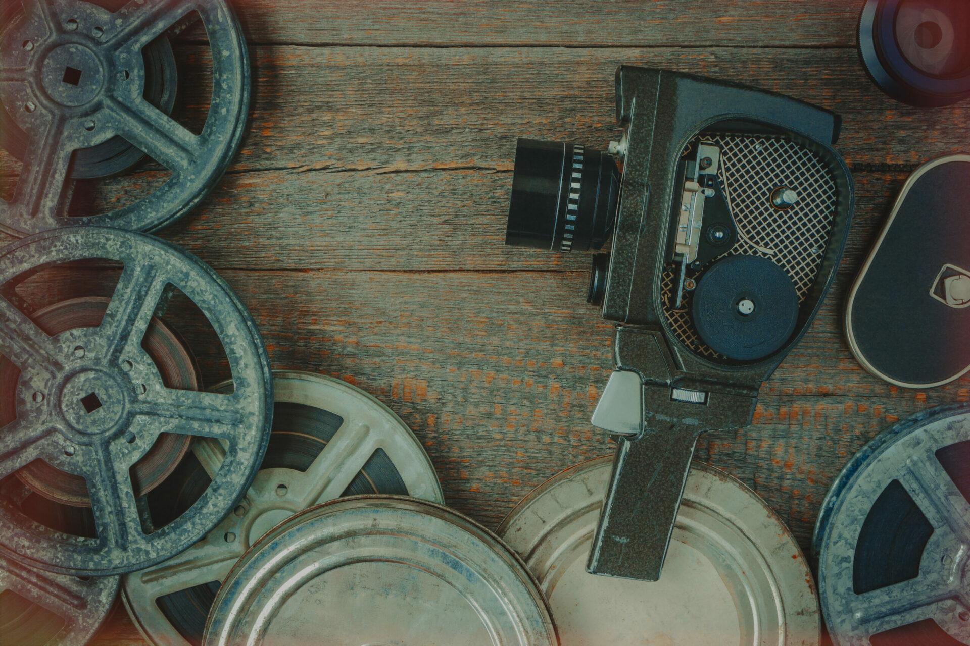 Ancienne caméra et bobine de film